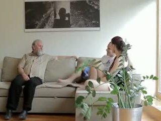 Hooters velho homem fucks son's namorada