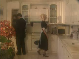 Anita blond geneukt in de kichen video-