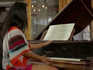 Isabella piano lesson