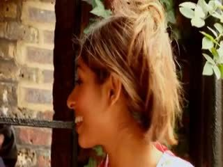 คนอังกฤษ ผู้หญิงสำส่อน sahara knite gets ระยำ โดย a bbc