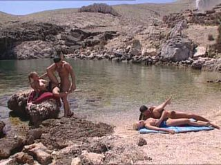 Sexy blondes fucked në greke island video