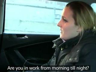 Fake taxi driver anally fucks morena en asiento trasero