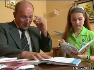 Kimainen opettaja seducing teinit