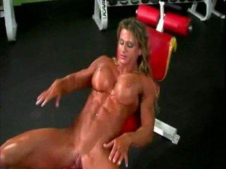 Naken bodybuilder lady med stor klitte