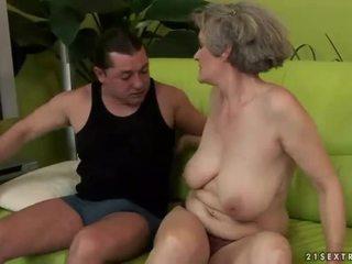 Bystiga mormor enjoys otäck kön