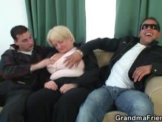 Kolmekesi orgia koos purjus granny