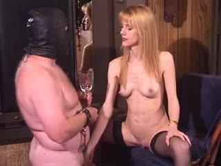 Sexy maduros amadora milf dominadora bizarro e extremo escrava piss a beber fetiche