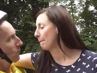 英國的 成熟 loving 自行車 goes 肛門
