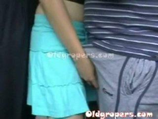 Old man groping ženska whith vroče telo