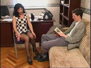 Gjatë legged ruse mdtq në çorape dhe një guy