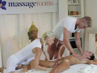 Gyzykly brunet in 3 adam with masseurs iki adam
