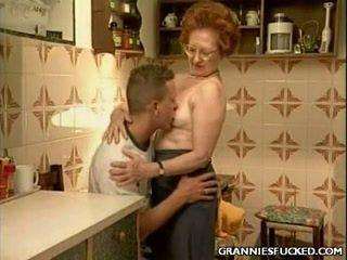 Younger dude fucks sebuah dewasa grandmas