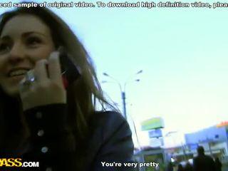Monada rubia adolescente trío sexo en la balcón vídeo