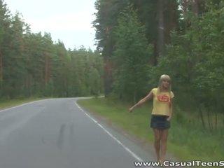 Como did este loira jovem grávida hitchhiker fim para cima tudo alone em um
