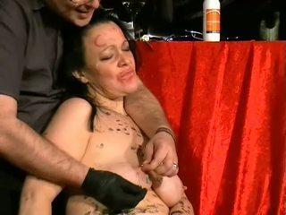 Humiliated britiškas slavegirl į adata skausmas