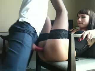 Karstās sieva gets pakaļa fucked uz viņai veļa