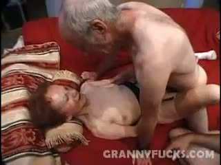 Raw 奶奶 三人行
