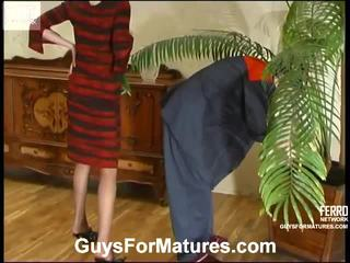 Flora と timothy leggy ママ onto ビデオ アクティビティ