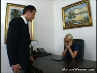 Teraz tento je jeden astonishing milfka! pekný a veľký titted blondýna brandi edwards je disappointed surrounding a výkon na ju employee, talon. ona calls ho v ju kancelária, intending onto giving ho