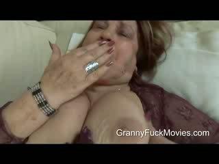 Це є один товста і збуджена бабуся хто wants деякі дію
