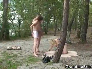 Mummi rides ja sucks at sama aika outdoors