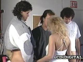 Samantha fort blonde nana suçage trois cocks