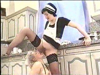 Piss; maduros mulher drinks maids piss