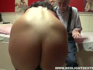 Γριά άνθρωπος visits πόρνη