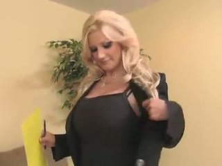 Sassy 熟女 brittany andrews teaches a 若い prick a 事 または two