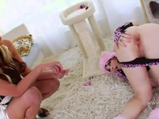 Acrobat vibrator and fist in her asshole