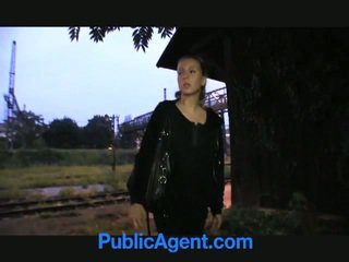 금발의 비탄 fucks 공공의 agent