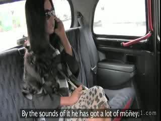 Amatoriale moglie succhiare cazzo e palle in taxi