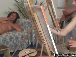 Two joven painters tornillo desnuda abuelita