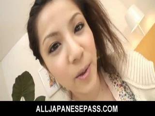 Bushy asiatiskapojke tonårs gets dildon körd och fed cum