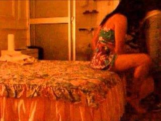 امرأة سمراء, كروسدرسر], محلية الصنع
