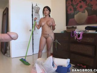 Angelina a latina maid do cleaning naked