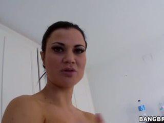 बड़े स्तन, लड़कियां, बौछार