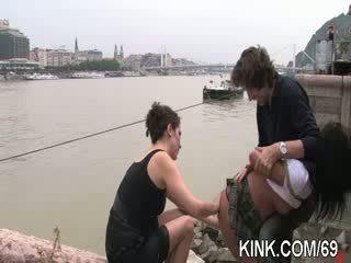ร้อน สวย หญิง cums และ cries ใน เซ็กส์สามคน ซาดิสม์ เพศ
