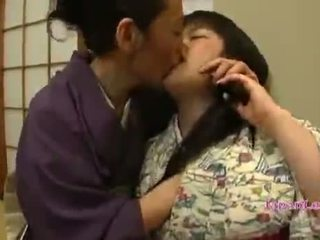 Á châu thiếu niên trong kimono gets cô ấy tits licked
