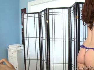 Melody uses একটি ঝাঁকি giving kimberly gates একটি গভীর ঘষা