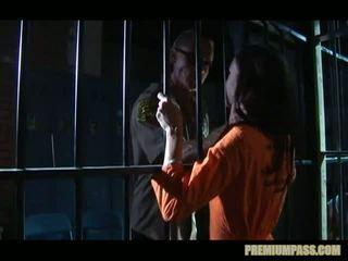 Stuck за bars в a тюрма для блудниця taylor дощ є примусовий для дивіться