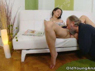 Anal sex craving tenåring begs eldre mann til ta henne tilbake passage