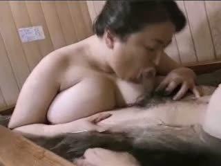 Asiatique mature ronde mariko pt2 bath (no censorship)