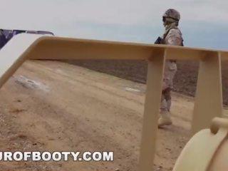 kijken militair, arabisch actie, uniform vid