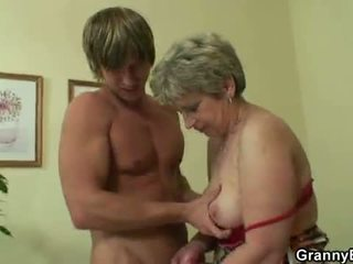 Oldie gets nailed qua an trẻ guy