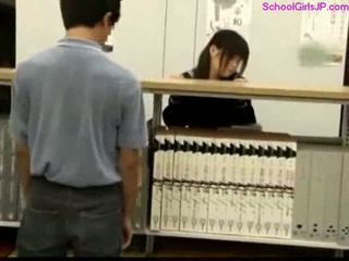 Studentessa getting suo fica rubbed a il biblioteca