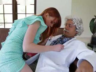 Pornó mexicano viejito cogiendo peliroja!