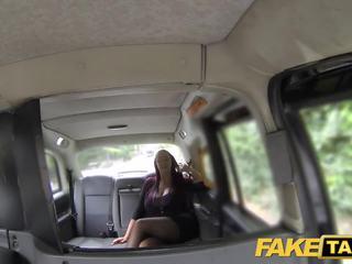 Fake taxi γραμματέας ψάχνει κυρία με τεράστιος βυζιά και υγρός