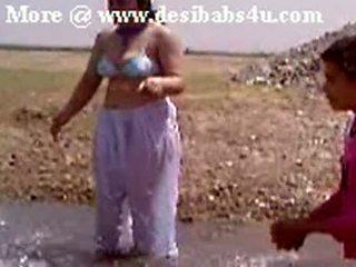 Pakistani Sindhi Karachi Aunty Nude River Bath