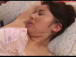 Krūtinga milf su tied arms licked fingered stimualted su į